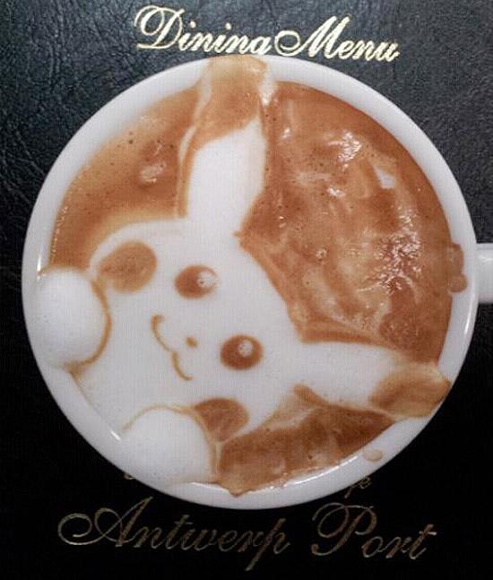 Pikachu latte art