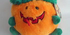 Simpático peluche calabaza de Halloween