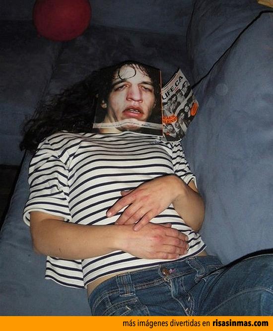 Te quedas dormida leyendo una revista y...