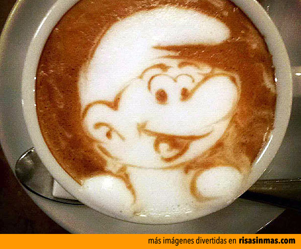 ¡Un pitufo en mi café!
