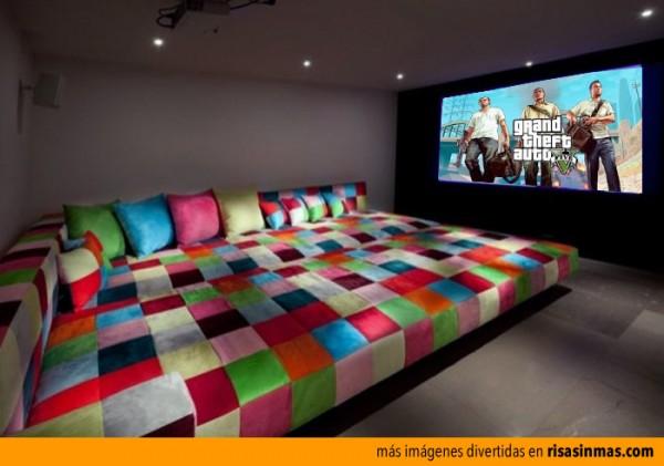 La habitación para jugar a GTA 5 con los colegas
