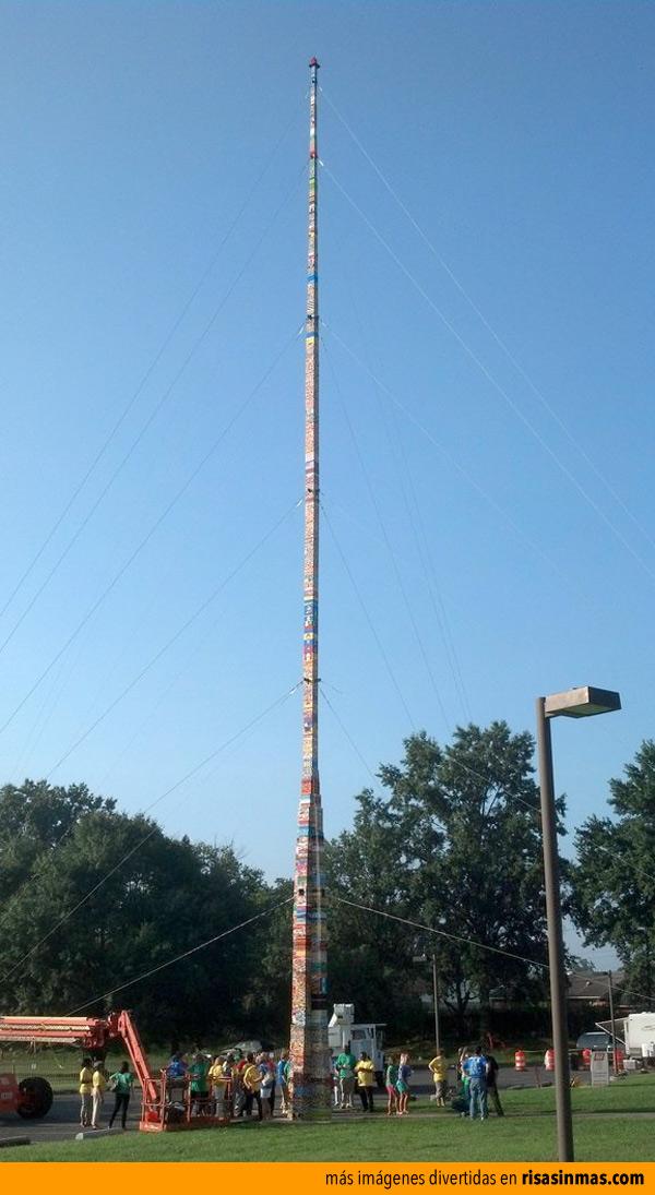 La torre más alta hecha con LEGO