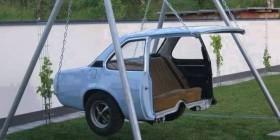 Columpio reciclando un coche