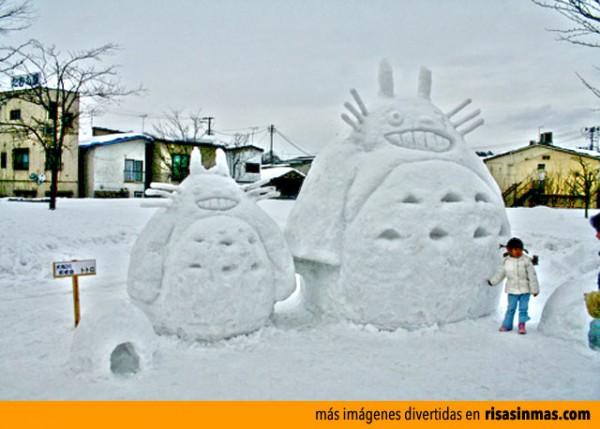 Muñecos de nieve divertidos: Totoro