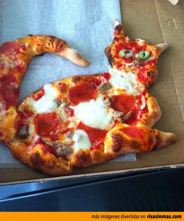 Pizza casera con forma de gato