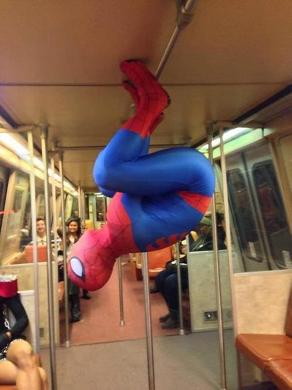 Spiderman entra en acción en el metro