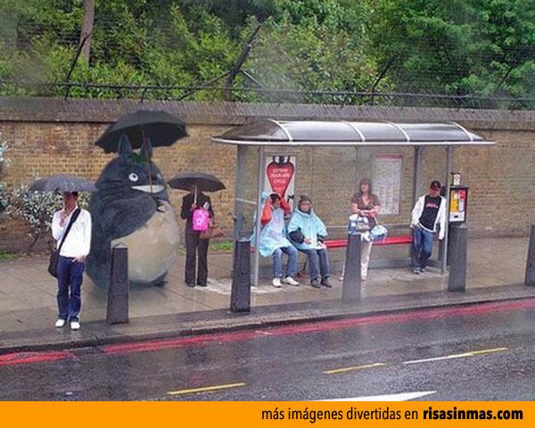Totoro en la parada del autobus