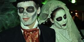 Pareja de novios zombies para Halloween