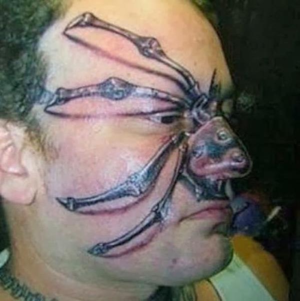 Otro de esos tatuajes para arrepentirse