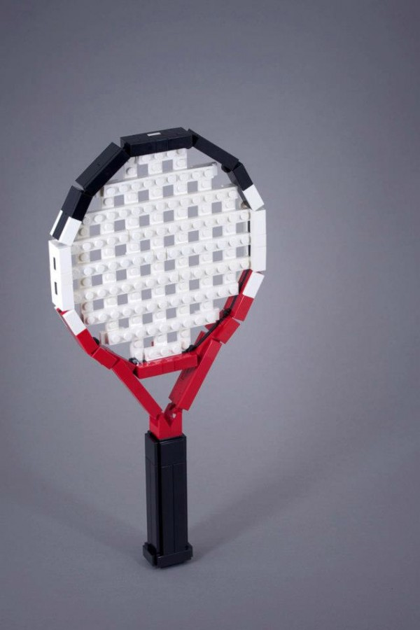 Raqueta de tenis hecha con LEGO