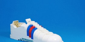 Zapatilla deportiva hecha con LEGO