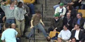 Fan de los Boston Celtics enloquece