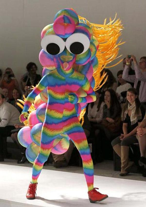 El traje con el que no se atreve ni Lady Gaga