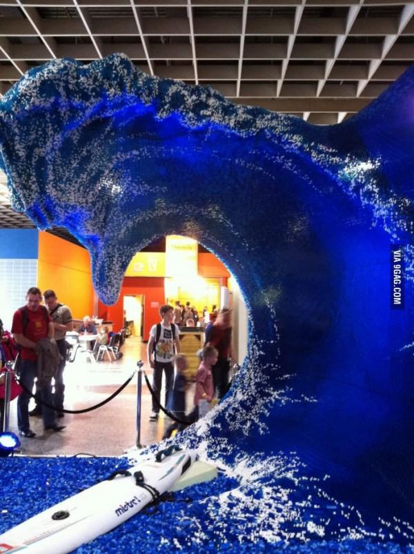 Impresionante ola hecha con LEGO