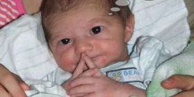 Bebé pensando
