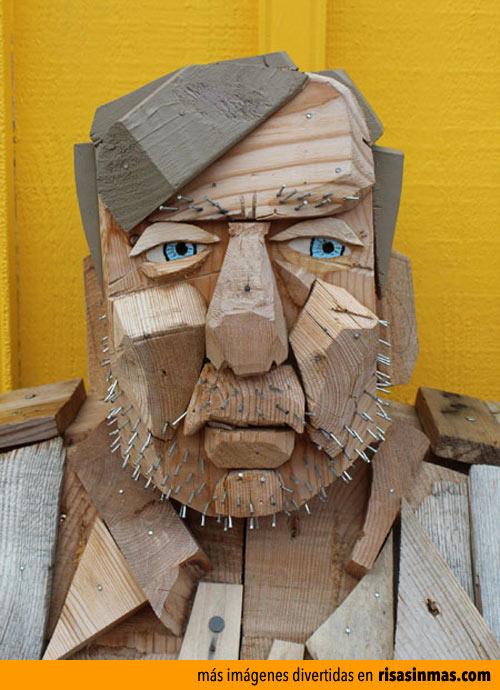 Retrato de madera y clavos