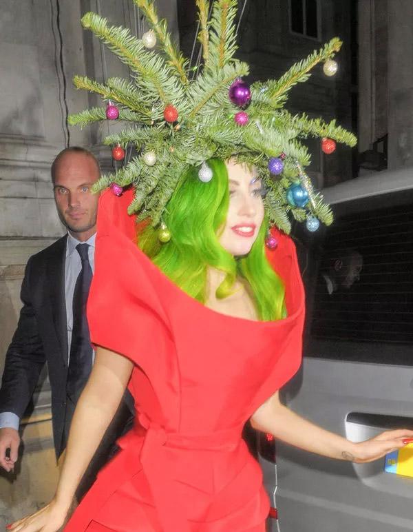 Lady Gaga se disfraza de árbol de Navidad