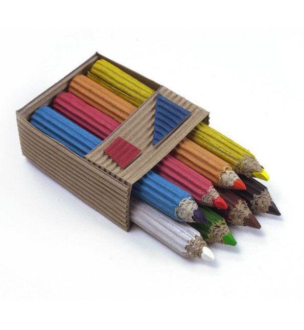 Lápices de colores hechos con cartón