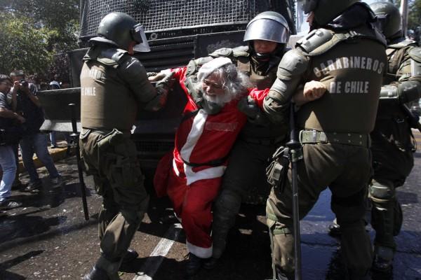 Se acabaron los regalos, Papa Noel detenido
