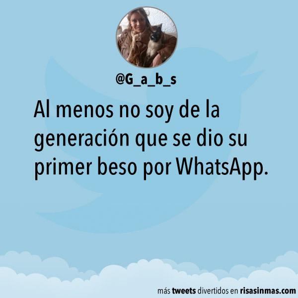 Primer beso por WhatsApp