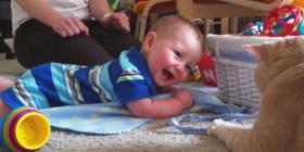 Recopilación de bebés riendo con gatos