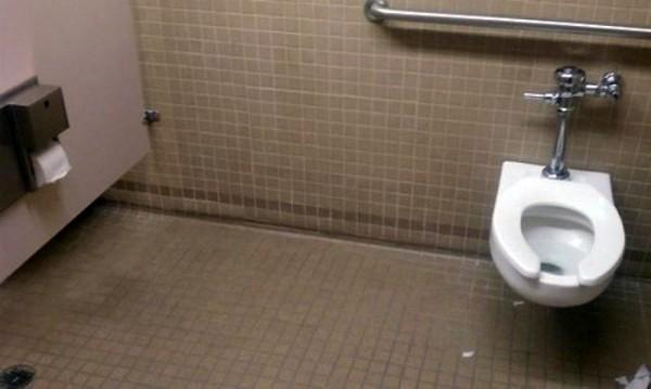 El baño de Chuck Norris