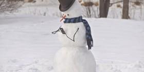 Muñeco de nieve con su smartphone