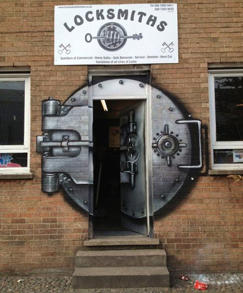 Original puerta de un cerrajero