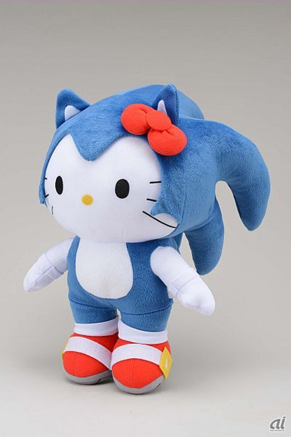 Peluche de Hello Kitty y Sonic