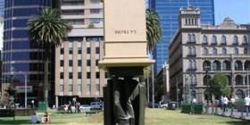 Una estatua diferente