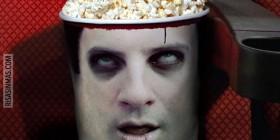 Bol de palomitas cabeza de zombie