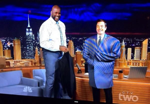 Jimmy Fallon con la chaqueta de Shaquille O'Neal