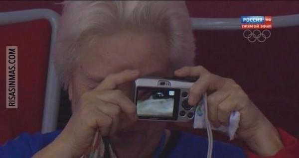 Mi abuela sacando fotografías