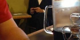 ¡Abraham Lincoln con un móvil!