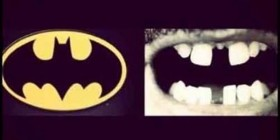 Parecidos razonables: Batman y dentadura