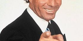 Julio Iglesias te felicita el día del padre