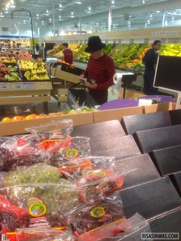 Freddy Krueger pillado en el supermercado