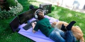 Sal afuera y juega con el perro