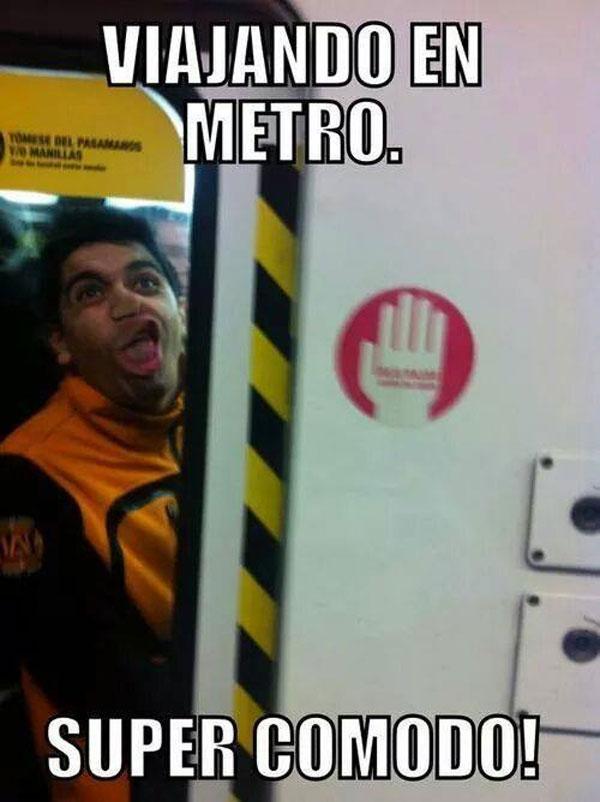 Viajando en metro super cómodo